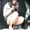 Sitting woman in the street panchira, whip thigh, peeping shot # 002