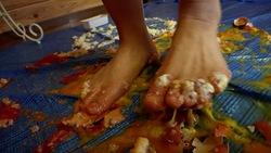 [Crush fetish # 5] Tanimoto's food crash pantyhose, barefoot